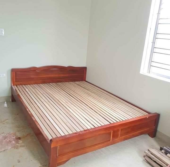 Giường 1m6x2m gỗ keo tự nhiên