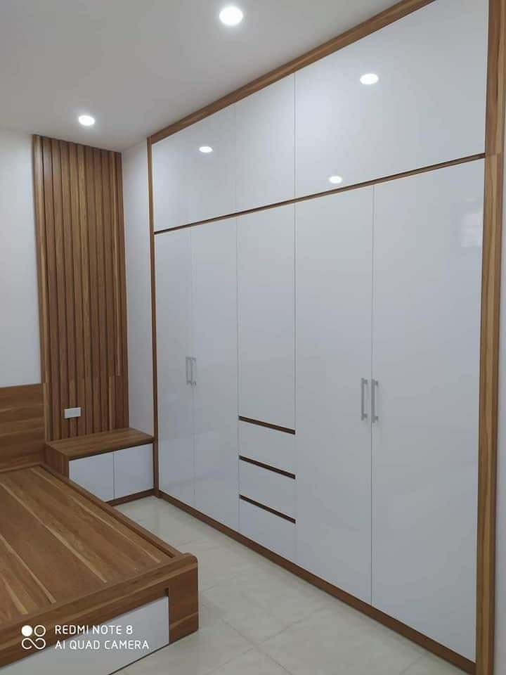 Tủ quần áo 2.4x2.4m có kệ trang trí